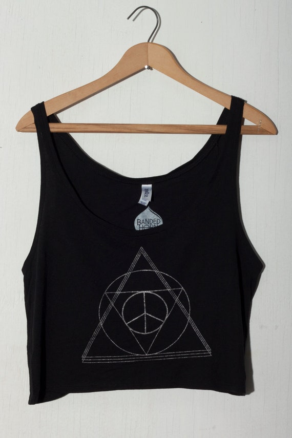 boho peace and triangles crop top in small