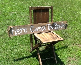 Here comes the bride sign, rustic wedding sign, bride sign, shabby chic wedding, barn wedding sign, country wedding sign, beach wedding sign