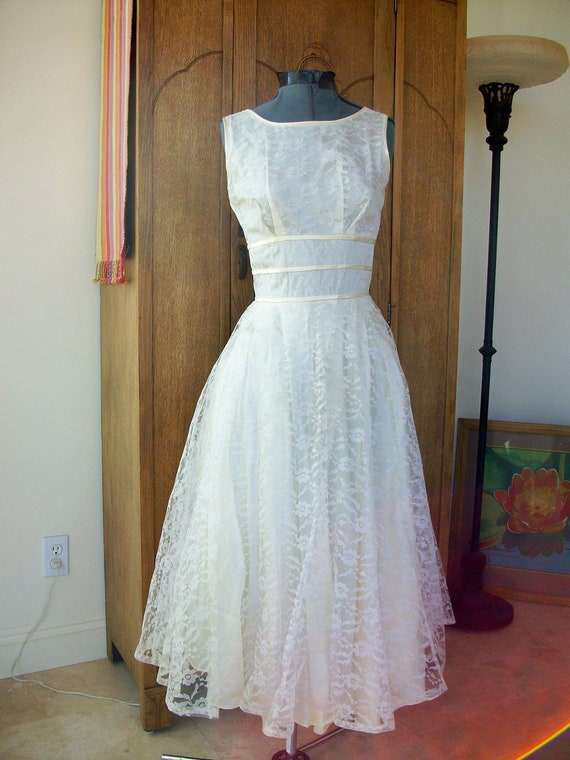 wedding dress vintage lace dress wedding gown by urbanrecycle