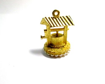 Vintage Charm Wishing Well - 1960s Goldtone and Tiny Pearls