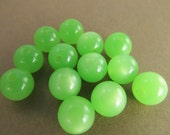 60 Vintage Lucite 9mm Spring Green Moonglow Beads Bd229