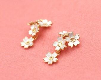 Japanese jewelry - Sakura earrings - Cherry blossom flowers - Silver gold combination - Swing earrings - Hypo-allergenic - pierce or clip-on