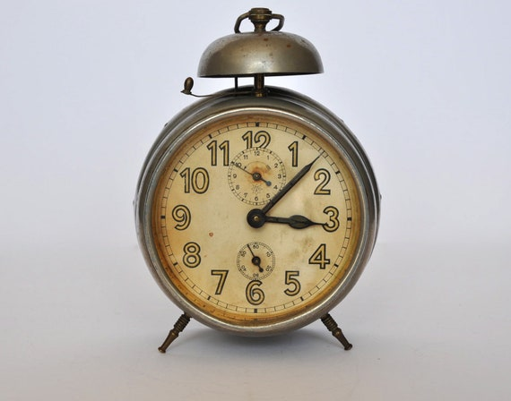 Large Vintage 1930s German mechanical alarm clock from Junghans. Loft Deco. Germany.