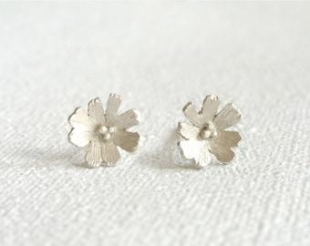 Silver Daisy Earrings. Sterling Silver Flower Studs