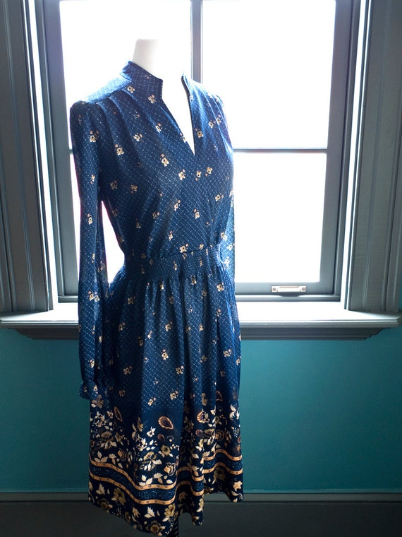 Vintage BOHEMIAN CHIC floral PEASANT dress... deep-v neckline