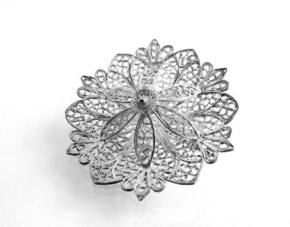 Vintage sterling silver filigree snowflake star or flower of life pin with fine detail Christmas brooch c 1960