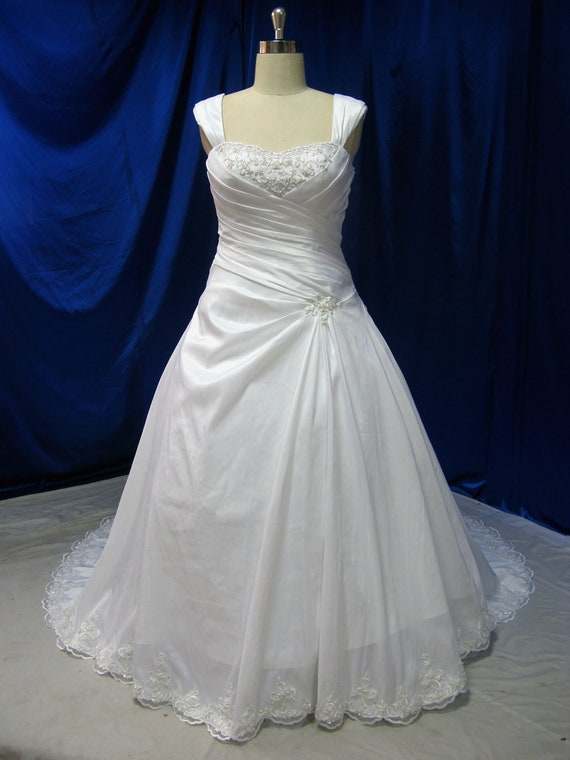 Items Similar To Gorgeous Plus Size Wedding Dress With Straps Ultra Flatterin