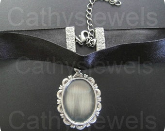 Vintage Style Silver Satin Choker