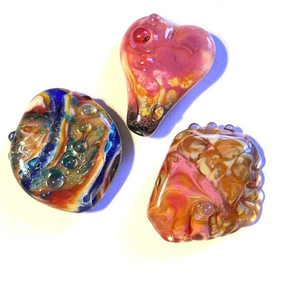 SALE Handmade lampwork glass beads, three pink and red focal bead pendants for jewelry designers, glassbead SRA leteam