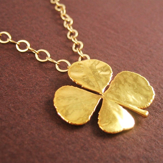 Clover Charm Necklace Gold
