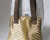NEW - Modern and Elegant Oversized Kiss Lock Tote - gracefulgoods