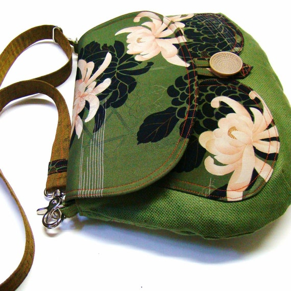 Linen And Kimono Messenger - Dancing with chrysanthemum