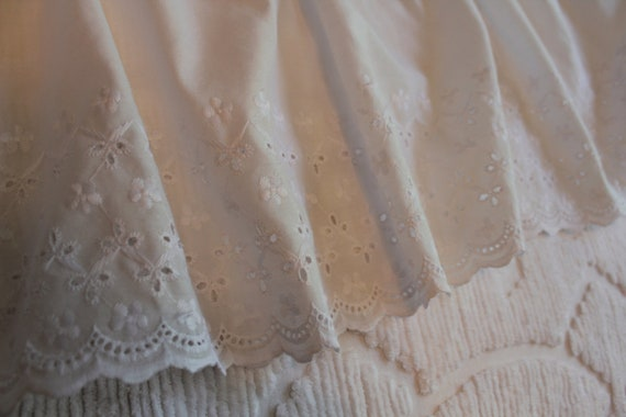 Vintage Bed Skirt - Eyelet Dust Ruffle - White - Scallop Edge - Twin Size