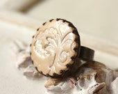 Beige lace print ring, cream, pearl shimmer
