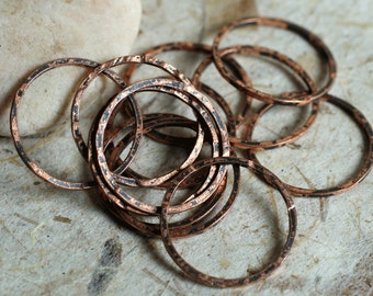 Hand hammered antique copper circular link aprox 18mm in diameter, 12 pcs (item ID HMACR18m)