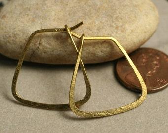 Handmade hammered brass hoop 25x25mm, one pair (item ID LEB6G18)