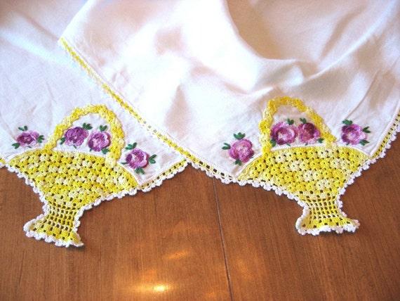 Vintage Linen Tablecloth Crochet Pansy Basket Corner Design  On vacation parcels will be sent Nov. 14