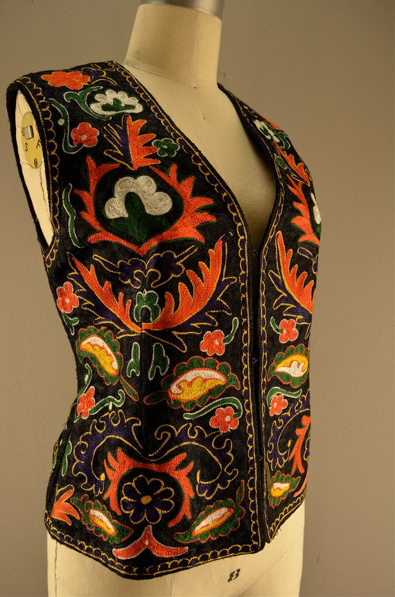 1970s embroidered vest  Vintage ethnic vest  70s festival top Colorful bright sleeveless top 36 bust size medium