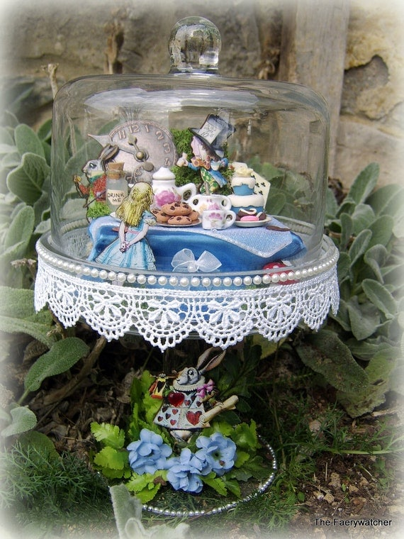 Mad Hatters Tea Party Small Glass Diorama Cake Stand