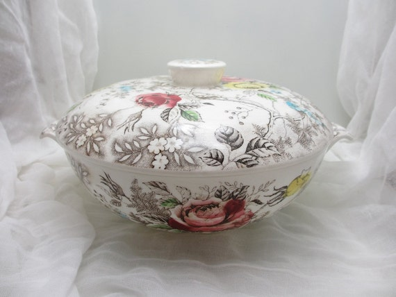 Rosevine. Beautiful vintage Nasco casserole dish, Rosevine pattern, handpainted color
