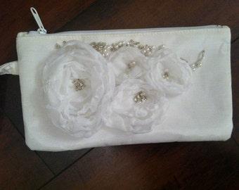purse, white  floral wristlet