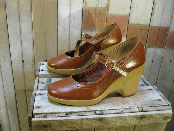 Tall Wedge 1970s vintage Shoes Mary Jane brown high heels 6.5