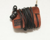 Earbuds Wrangler // leather earbuds organizer