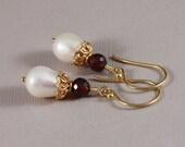 Pierced earrings, opulent, Teardrop pearls and Garnet with Vermeil