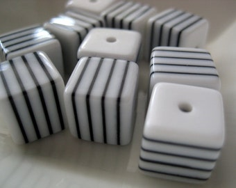 Vintage white and black striped cube beads 11mm (10)