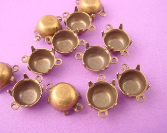 18 Brass Ox Round Prong Settings 40SS  2 Ring connectors closed back