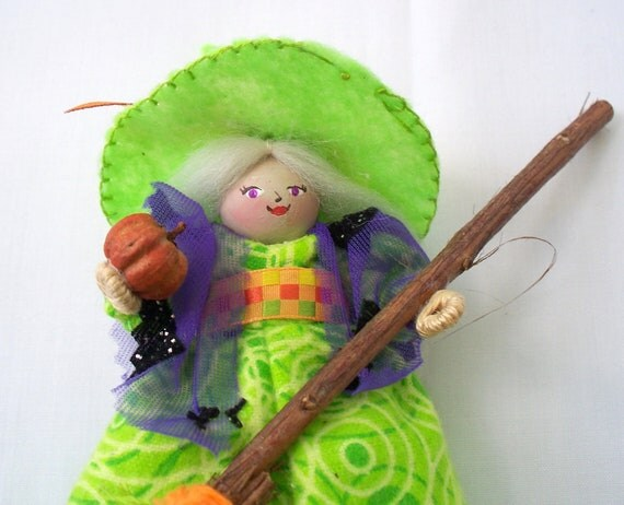 Halloween Felt Art Doll - Diva witch in the green hat - Halloween decoration