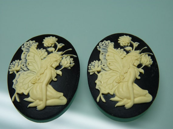 4 Pieces of 40x30mm Oval Ivory Fairy Cameos on Black Background