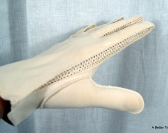 Beige vintage gloves with crochet inserts