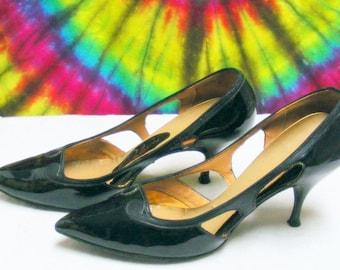 Size 7 B vintage 60's black patent leather GALAXIES stiletto heels pumps shoes
