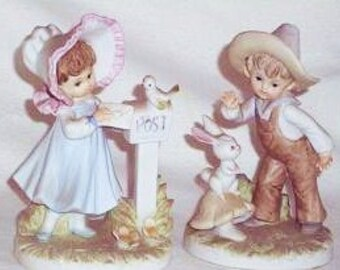 Pair of Vintage Lefton Figurines, Vintage boy and Girl Figures, Lefton KW230, Vintage Figurines