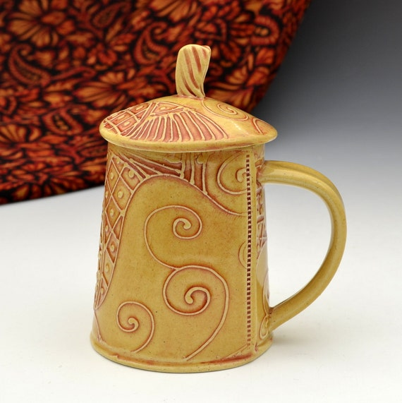 Lidded Teacup Mug in Honey Gold Glaze