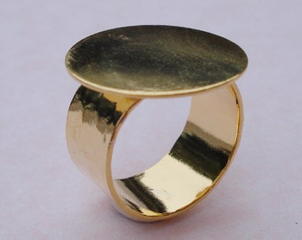 24kt Gold Plated Brass Adjustable Ring 10mm Hammered Band with 20mm Round Base Setting for a Flat Back Cab or Jewel (1pc)