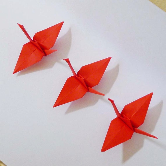 red origami paper This package of origami comes with an assortment of 20 large sheets of 13 3/4 square paper there are 6 each of red, blue, and green papers and one gold and one silver product details.