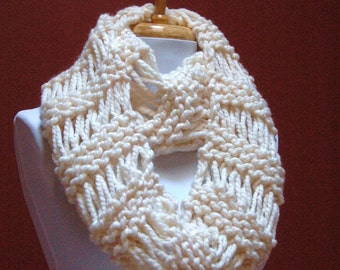 Cream Knit Infinity Scarf, Chunky Knit Scarf, Hand Knit Infinity Scarf, Women Scarves, Winter White Women's Winter Scarf, Fall Accessories