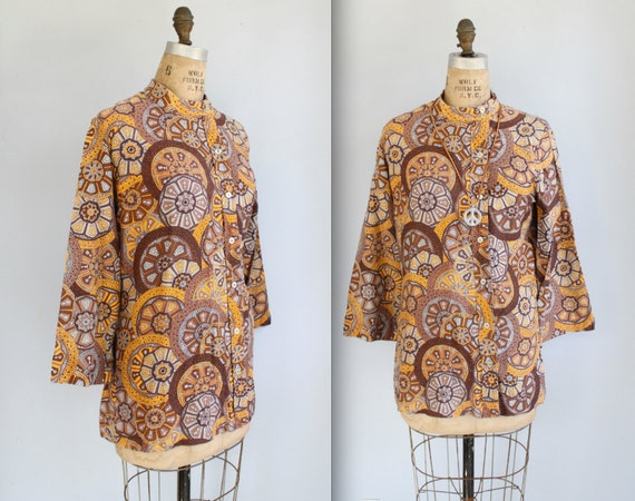vintage hippie tunic blouse. / Size L / 60s mod boho top. nehru collar. Fall colors. Roast coffee paisley / the MR MUSTARD shirt