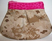 USMC MARPAT Cammouflage Desert Tan Zippered Makeup Case with Pink Yoke and Pink Lining, Made by Approved USMC Hobbyist, License 11651
