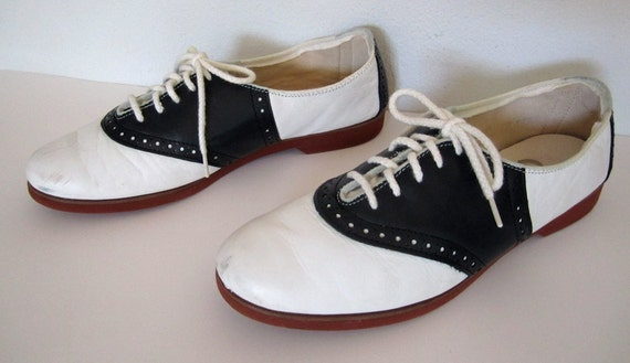 vintage 1980s 1990s black white leather SADDLE shoes spectator OXFORD flats red sole preppy TWIN peaks womens 7 1/2 schoolgirl