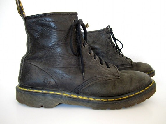 vintage 1980s 1990s black leather DR MARTENS combat boots docs ankle LACE up booties work wear greasy mens 8 womens 9 9 1/2