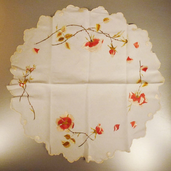 Arts and Crafts TABLECLOTH Small round LINEN ROSES England