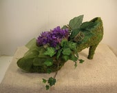 Shoe of Moss with silk purple violets