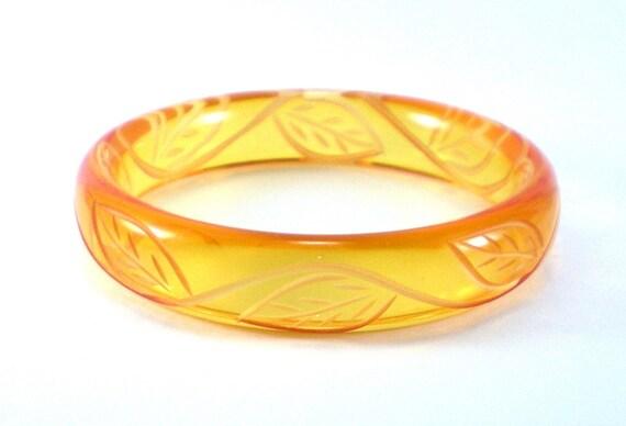Vintage Honey Gold Bracelet  Apple Juice Lucite Carved Leaf Design Bangle