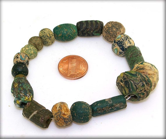 18 Ancient Islamic era Beads from the Middle East  - 10