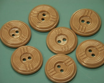 Lot of 7 vintage 1950s unused beige brown plastic buttons for your sewing/decoration prodjects