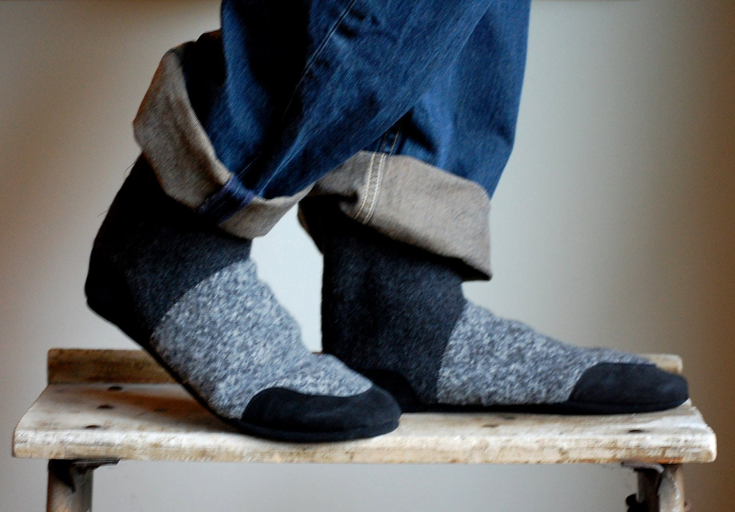 Dec 19,  · The Slipper Sock has a memory foam and featherweight EVA midsole that cushions your foot, and a leather sole and sidewall that protect the slipper from everyday wear and tear. Save your socks, and enjoy new-found comfort with the Acorn Slipper Sock/5(6).