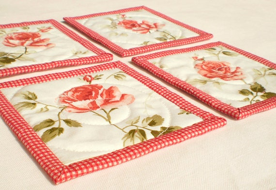 Quilted Fabric Coasters, Spring Red Roses, 4 Reversible Patchwork Mini Quilts Candle Mat Set, Pink Red Green and White Quilting Flowers